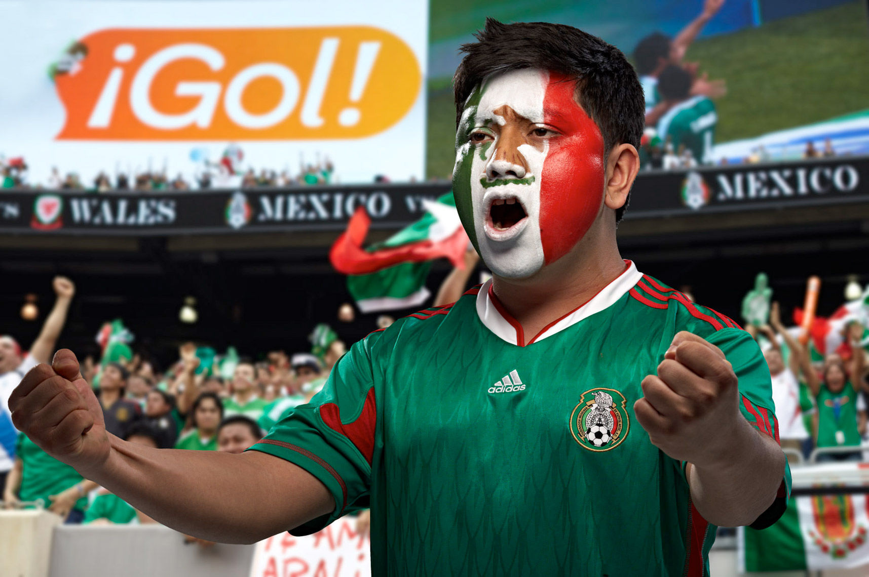 Mexico futbol soccer fan face paint photo by Monte Isom