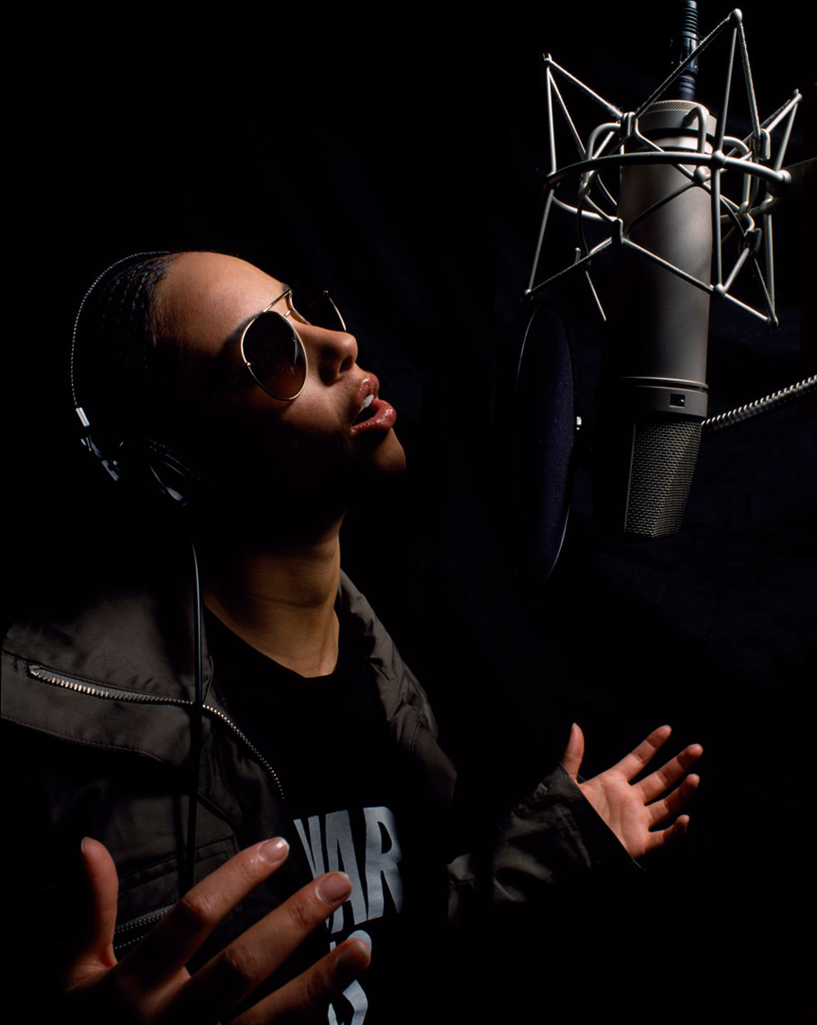 Alicia Keys singing in classic microphone photo by Monte Isom